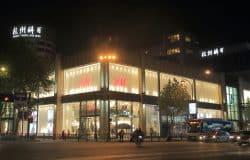"""H&M teamar upp med """"superapp"""""""