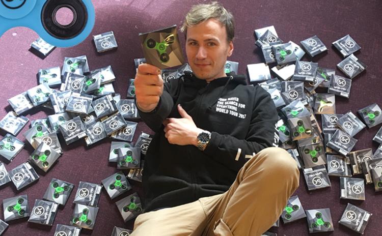 Partykungen sålde 5 000 Fidget Spinners på sex dagar