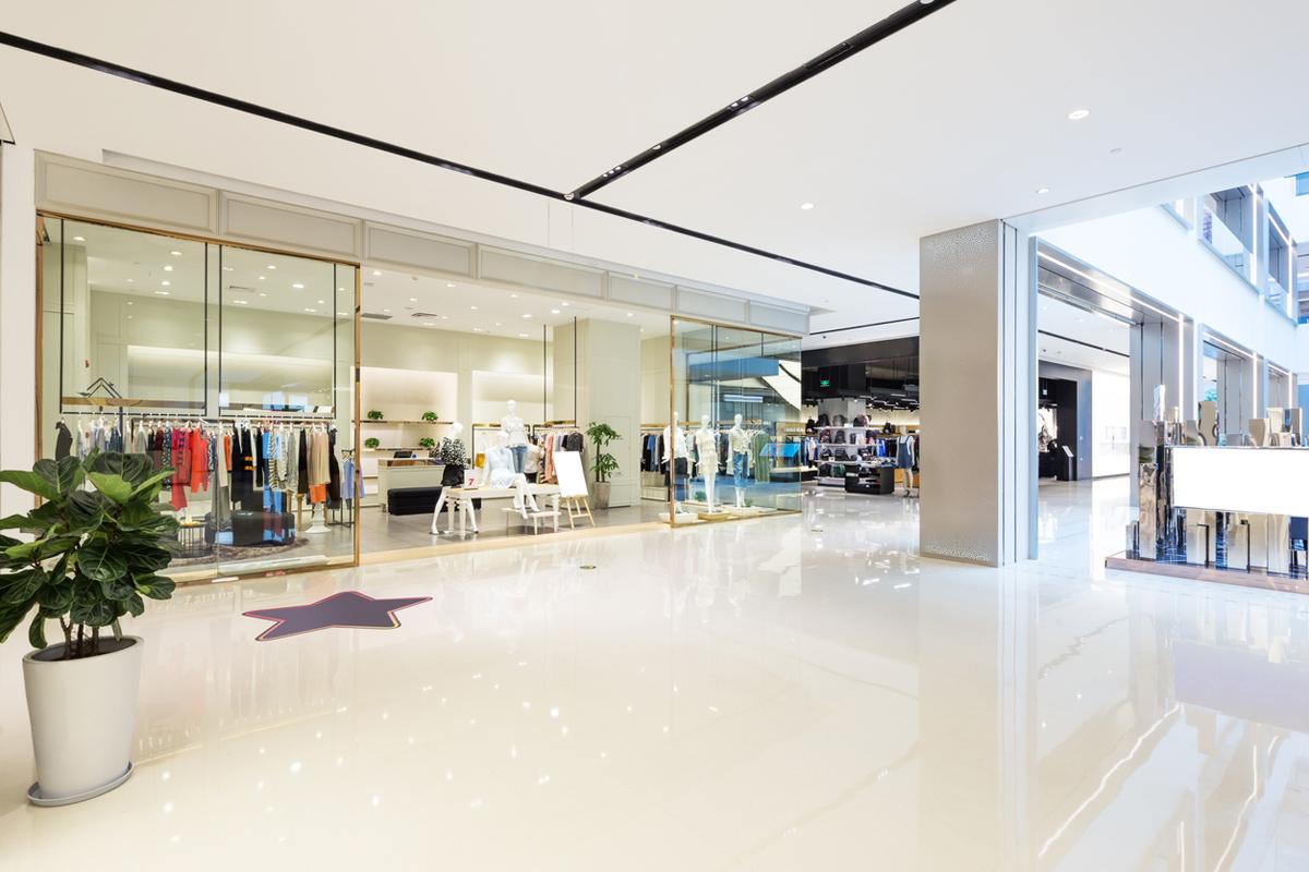 Köpcentrum slåss om besökarna - som handlar allt mer