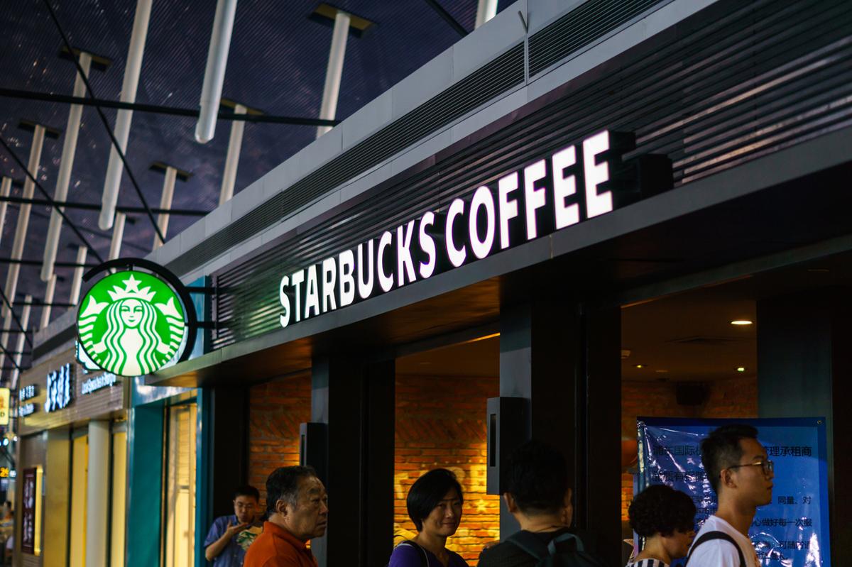 E-handlare och Starbucks går ihop för att lösa sista milen