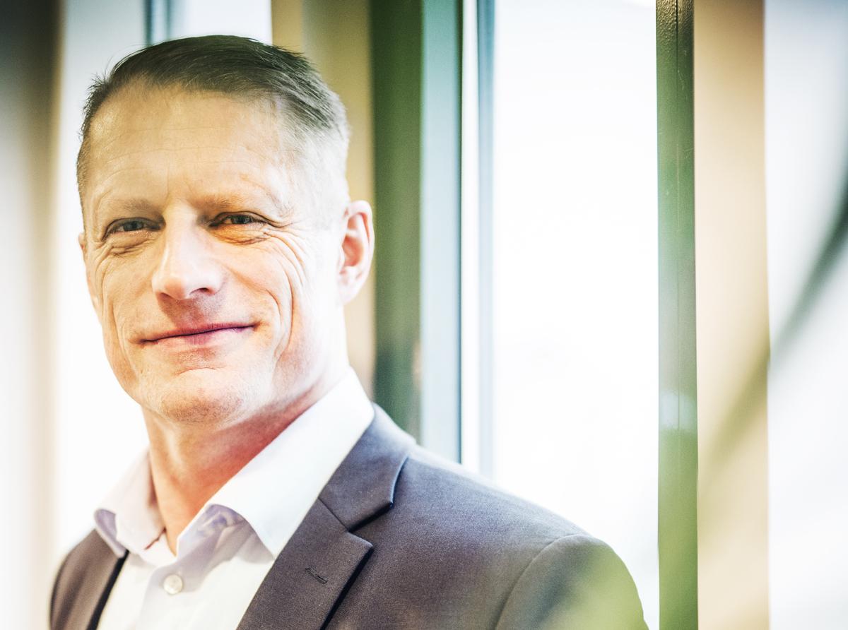Efter åtalet: Mikael Olander slutar som VD för Bygghemma