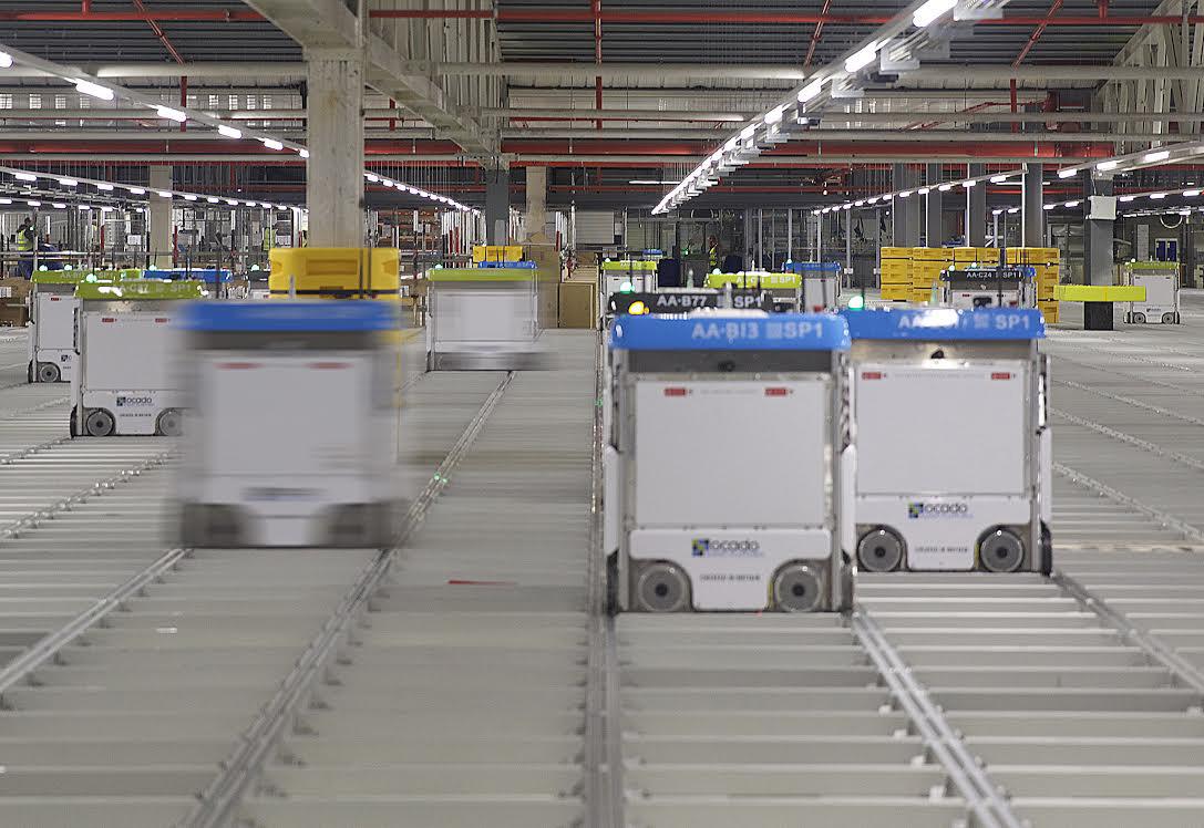 Brand i matjättens robotlager - tusentals order stoppade