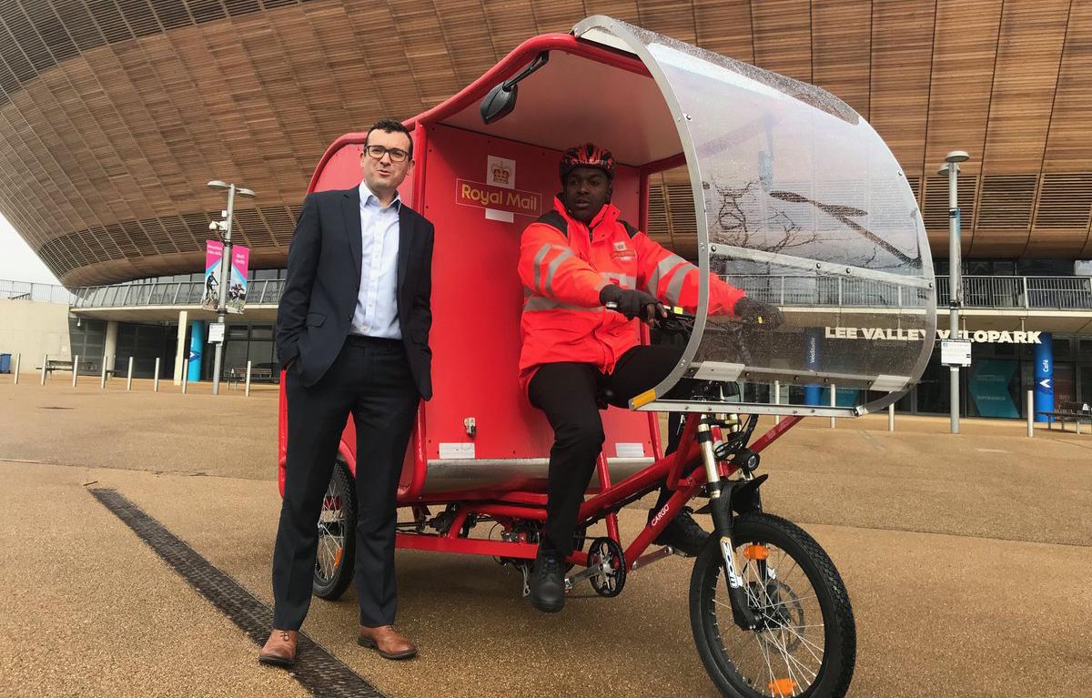 Brittiska fraktbolaget är ute och cyklar