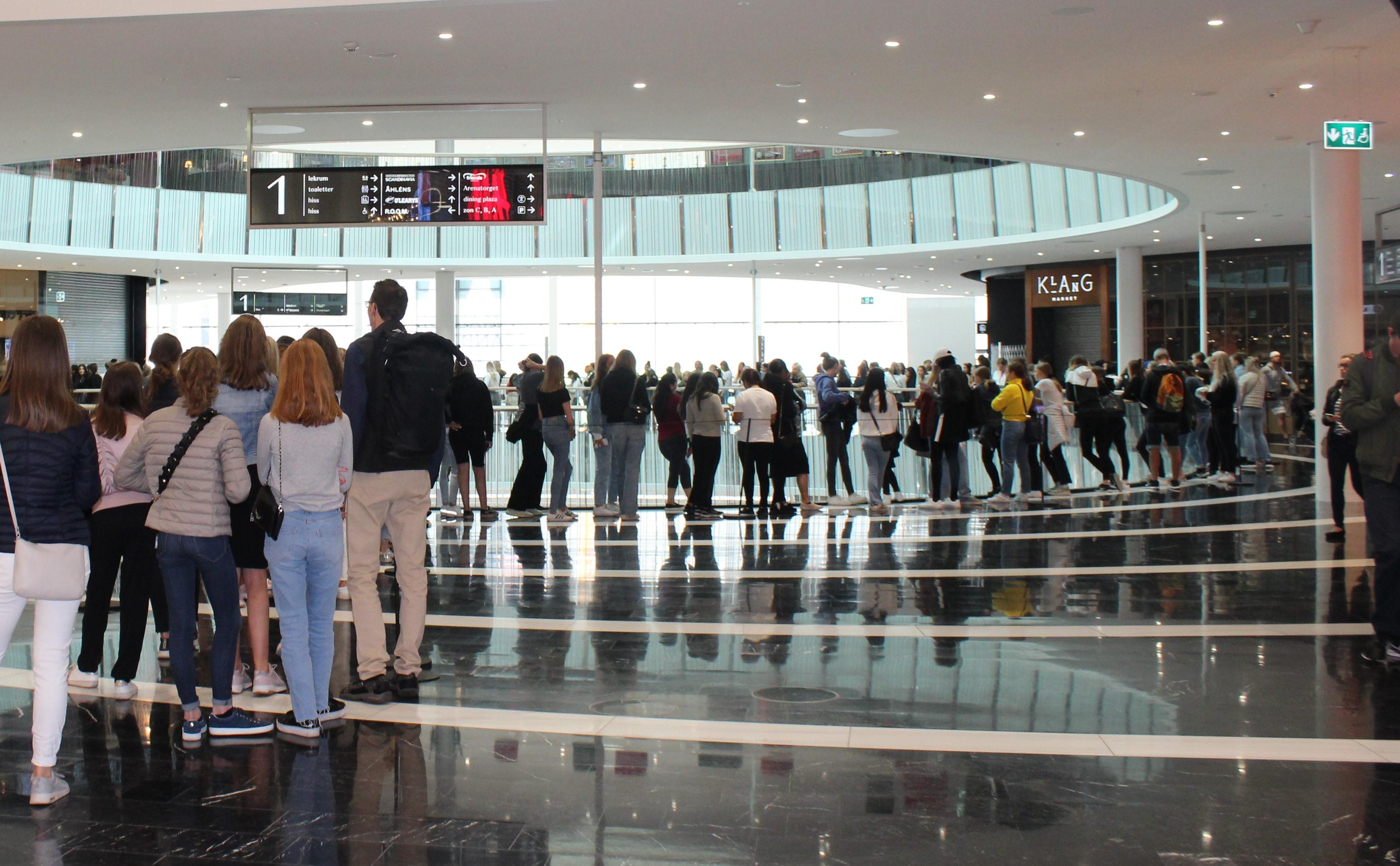 600 i kö när NA-KD öppnade hos Mall of Scandinavia
