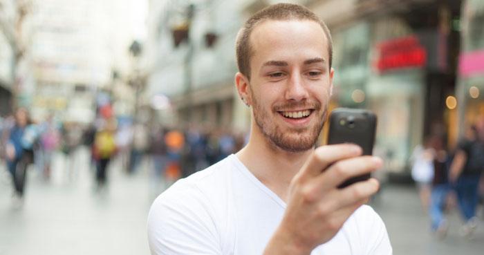 Fyra av tio har E-handlat med sin smartphone