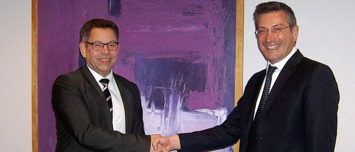 Jörgen Bödmar tar över ordförandeklubban i Emota