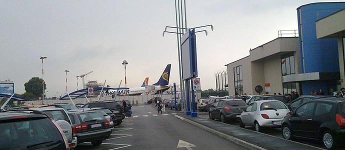 Kinesiskt E-handelsföretag köper flygplats i Europa