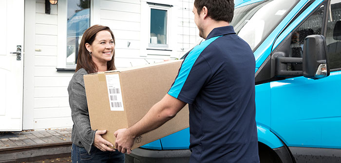 PostNord fortsätter tappa brev men E-handeln ökar