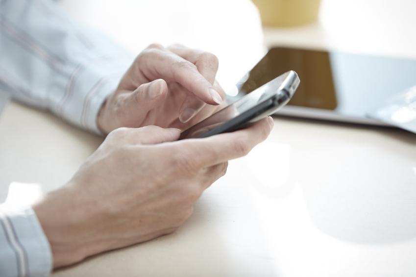 Smarta mobiler en ny utmaning för bilhandeln