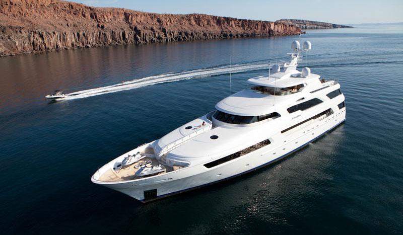 Lyxlirare på nätet levererar direkt till yachten