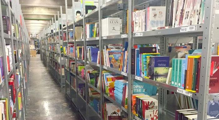 Adlibris snabbar på sina bokleveranser