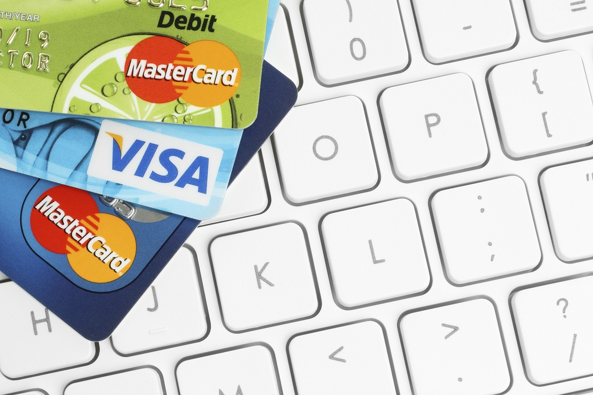 Starkt tryck hos e-handlare när svenskarna får lön