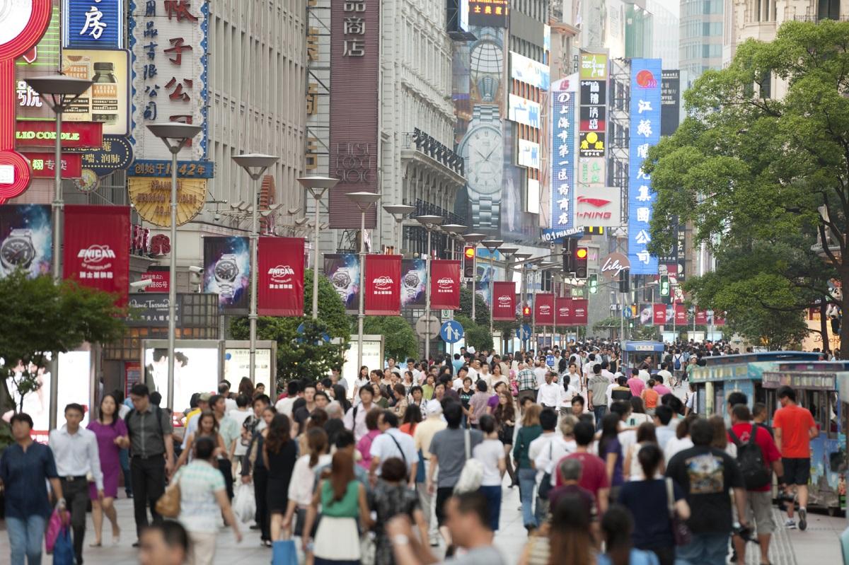 Alibaba sänker prognosen när Kinas ekonomi saktar in