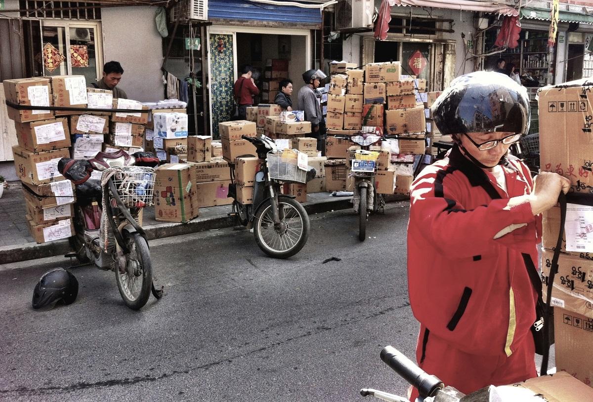 Strängare regler efter dödliga paketbomber i Kina