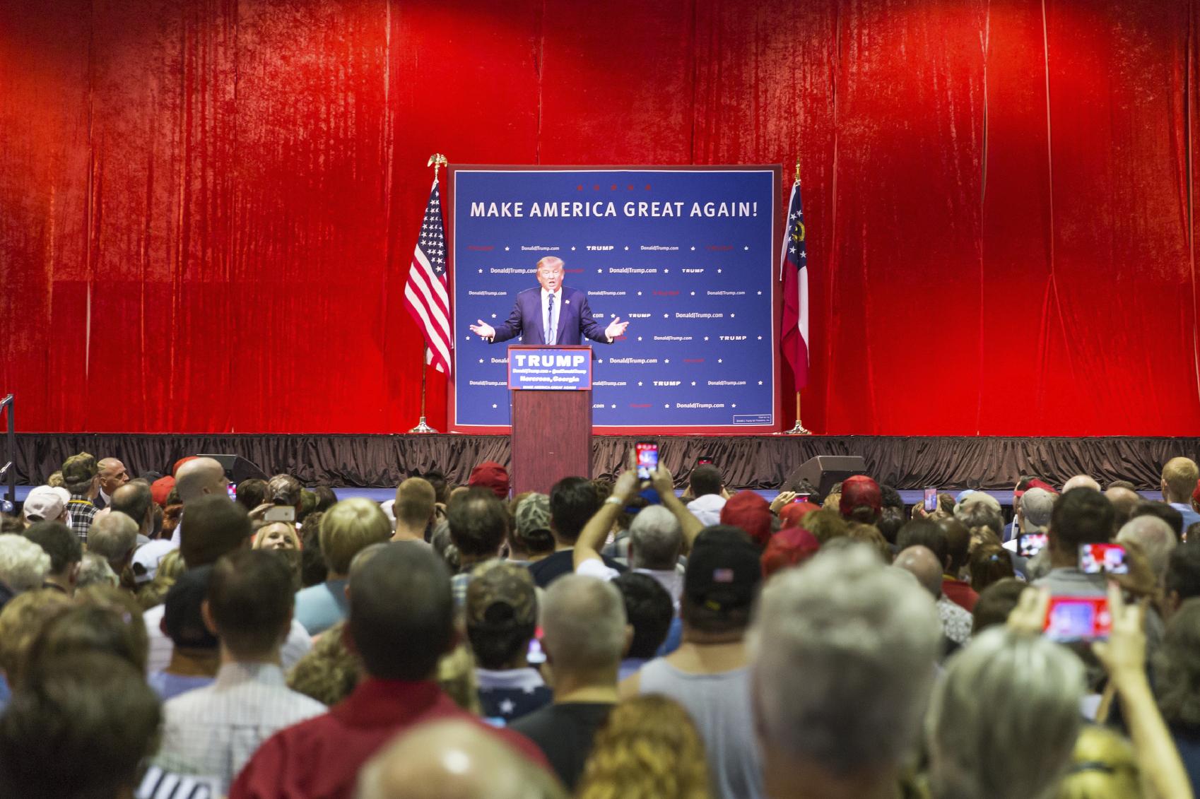 "Trump: ""Jeff Bezos kontrollerar politiker med Washington Post"""