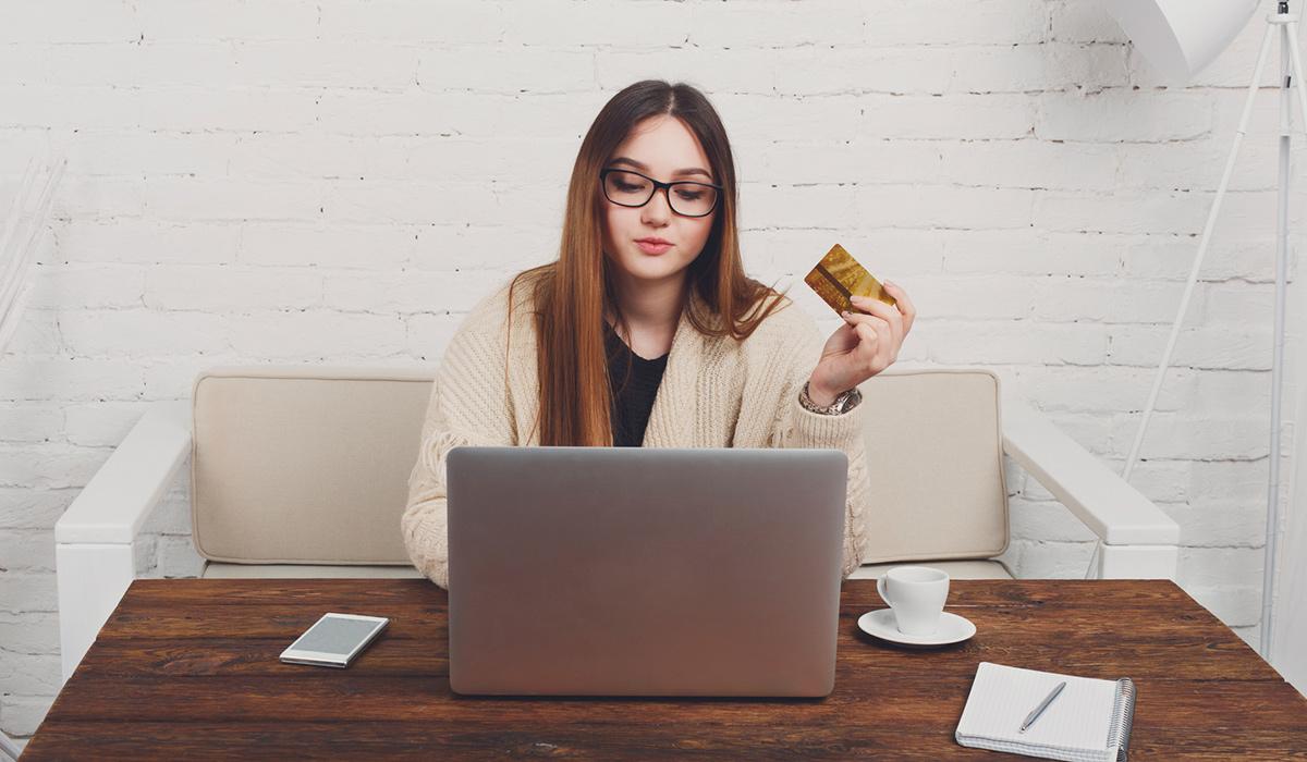 Två av tre svenskar handlar på nätet varje månad