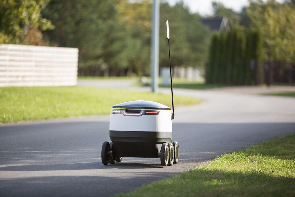 Nu börjar e-handelsrobotarna köra ut mat i Europa