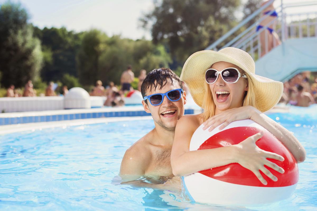 Tre av fyra går till nätet för att köpa semesterresan