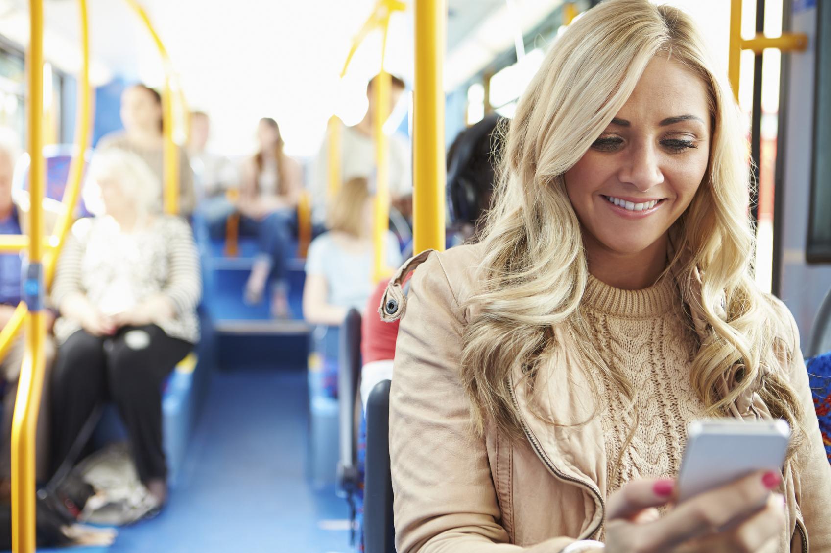 Kvinnor bäst på att shoppa i mobilen