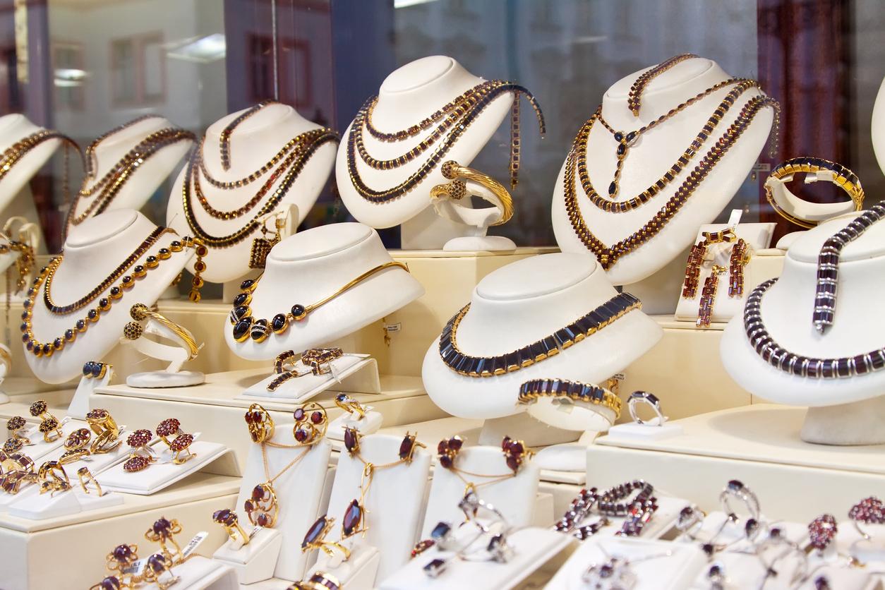 E-handlare i trubbel efter inköp av billiga Asien-smycken