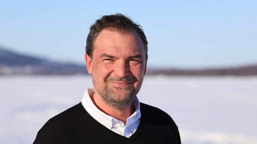 Aaron Axelsson, Head of SEO på Brath, gör Live SEO gratis på Youtube